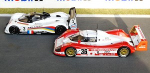 Duell in Le Mans: Peugeot 905 (XXX) und Toyota TS010 (XXX)