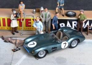 Aston Martin DBR1/300, Sieger bei der Tourist Trophy 1958 in Goodwood mit Stirling Moss und XXX. Modell von Modsports (aus dem Modellmuseum)