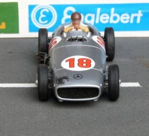 Dasselbe Modell mit korrekten Reifenmaßen und korrekter Spurweite